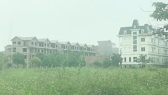 Một khu đô thị mới được đầu tư dang dở, bỏ hoang nhiều năm nay ở huyện Hoài Đức, TP Hà Nội