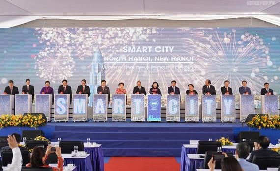 Thủ tướng Chính phủ Nguyễn Xuân Phúc cùng lãnh đạo các bộ, ban, ngành trung ương và Hà Nội nhấn nút khởi công dự án
