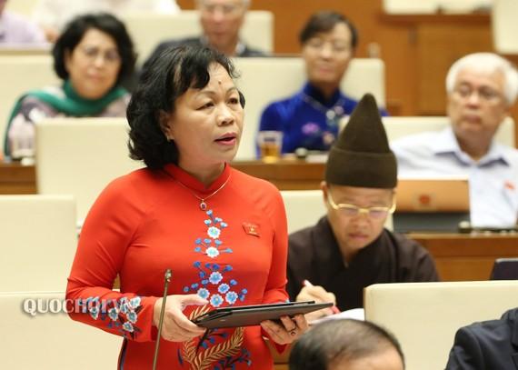 ĐB Nguyễn Thị Mai Hoa (Đồng Tháp) nhấn mạnh, phương án đổi vai ở bước thông qua luật đã từng được đề nghị từ lâu