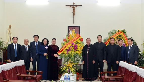 Chủ tịch Quốc hội Nguyễn Thị Kim Ngân chúc mừng Giáng sinh tại Tòa Tổng Giám mục Tổng Giáo phận Hà Nội