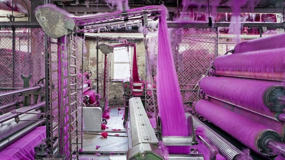 Công nghiệp nhuộm (vải, sợi) thuộc nhóm loại hình sản xuất công nghiệp có nguy cơ gây ô nhiễm môi trường