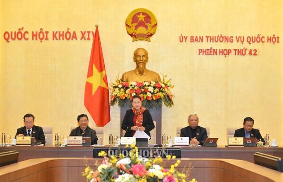 Sáng 10-2, dưới sự chủ trì của Chủ tịch Quốc hội Nguyễn Thị Kim Ngân, Ủy ban Thường vụ Quốc hội khai mạc phiên họp thứ 42