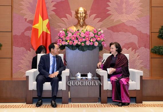 Chủ tịch Quốc hội Nguyễn Thị Kim Ngân chúc mừng Ngài Park Noh - Wan được bổ nhiệm làm Đại sứ Đặc mệnh toàn quyền Hàn Quốc tại Việt Nam