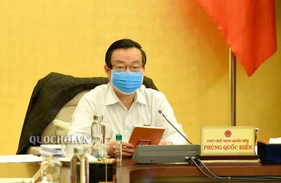 Phó Chủ tịch Quốc hội Phùng Quốc Hiển tại phiên thảo luận. Ảnh: QUOCHOI