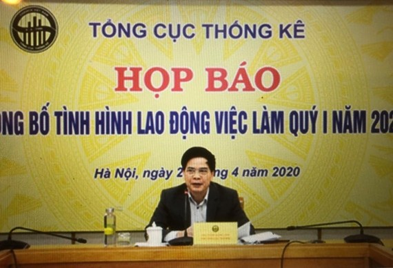 Phó Tổng cục trưởng TCTK Phạm Quang Vinh chủ trì buổi Họp báo.