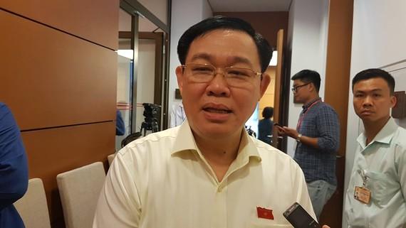 Bí thư Thành ủy Hà Nội Vương Đình Huệ trao đổi với phóng viên chiều 8-6