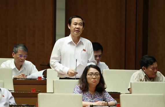 Phó ban Trưởng Ban Nội chính trung ương Nguyễn Thái Học (ĐBQH Phú Yên) phát biểu trong phiên họp chiều ngày 13-6. Ảnh: VIẾT CHUNG