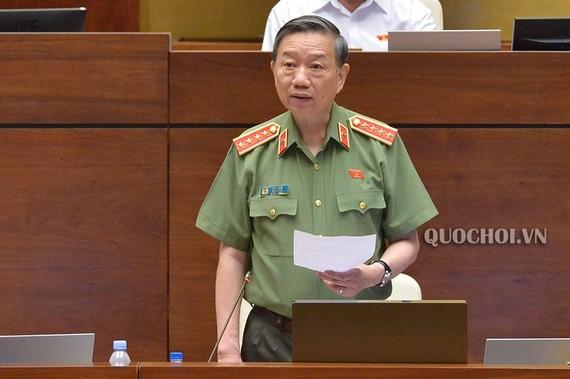 Bộ trưởng Bộ Công an Tô Lâm phát biểu tiếp thu những vấn đề mà ĐB góp ý về dự án Luật Cư trú