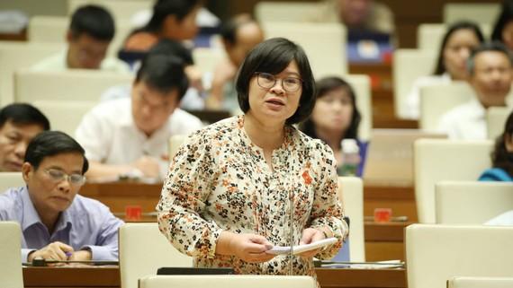 ĐB Văn Thị Bạch Tuyết (TPHCM) phát biểu tại nghị trường sáng 18-6. Ảnh: VIẾT CHUNG
