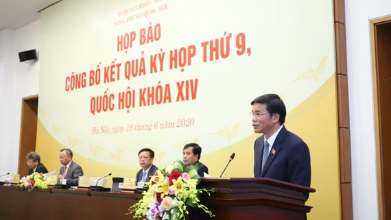 Tổng Thư ký Nguyễn Hạnh Phúc công bố Nghị quyết số 118/2020/QH14 về việc thành lập Hội đồng Bầu cử quốc gia