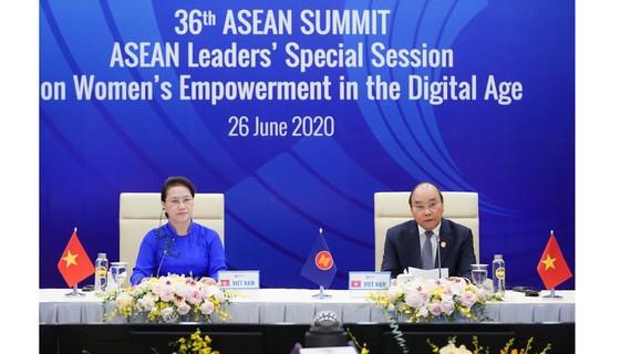 Thủ tướng Nguyễn Xuân Phúc và Chủ tịch Quốc hội Nguyễn Thị Kim Ngân đồng chủ trì Phiên họp đặc biệt của Hội nghị Cấp cao ASEAN lần thứ 36 về Tăng cường quyền năng phụ nữ trong thời đại số