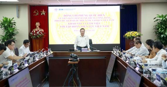Phó Chủ tịch Quốc hội Phùng Quốc Hiển  chủ trì buổi làm việc
