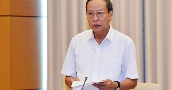 Thứ trưởng Bộ Công an Lê Quý Vương báo cáo tại phiên họp
