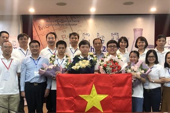 HS, SV, HV đoạt giải quốc gia, quốc tế được tặng thêm Huân chương Lao động hoặc Bằng khen tùy theo thành tích