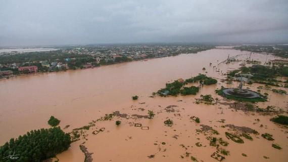 Quảng Trị chìm ngập trong lũ lụt. Ảnh chụp ngày 8-10