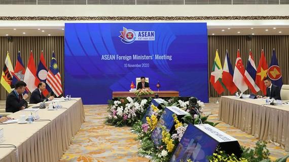 Phó Thủ tướng, Bộ trưởng Ngoại giao Phạm Bình Minh chủ trì Hội nghị Bộ trưởng Ngoại giao ASEAN đầu cầu Hà Nội. Ảnh: QUANG PHÚC