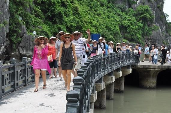 Khách quốc tế đến Việt Nam giảm