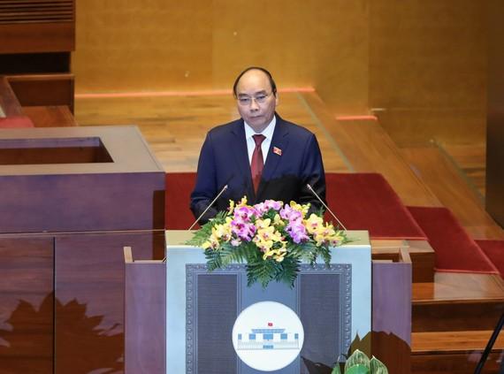 Chủ tịch nước Nguyễn Xuân Phúc trình phê chuẩn miễn nhiệm Phó Chủ tịch và một số Ủy viên Hội đồng Quốc phòng và An ninh. Ảnh: QUANG PHÚC
