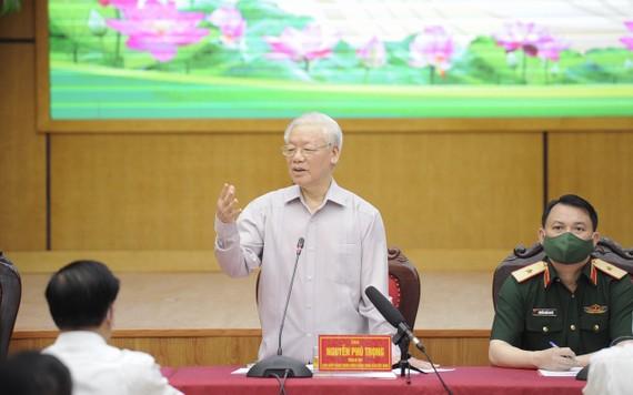 Tổng Bí thư Nguyễn Phú Trọng dành nhiều thời gian để tâm sự với cử tri về toàn bộ quá trình công tác, phấn đấu của mình tại Hà Nội và Trung ương. Ảnh: QUANG PHÚC