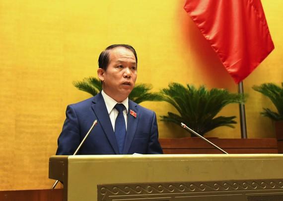 Chủ nhiệm Ủy ban Pháp luật của Quốc hội Hoàng Thanh Tùng trình bày Tờ trình về dự kiến Chương trình xây dựng luật, pháp lệnh năm 2022, điều chỉnh Chương trình xây dựng luật, pháp lệnh năm 2021. Ảnh: QUANG PHÚC