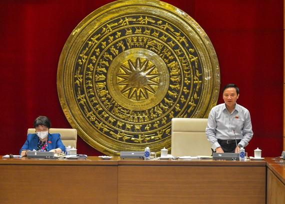 Phó Chủ tịch Quốc hội Nguyễn Khắc Định chủ trì phiên họp