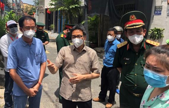 Phó Thủ tướng Vũ Đức Đam kiểm tra công tác phòng chống dịch Covid-19 ở quận Gò Vấp, TPHCM