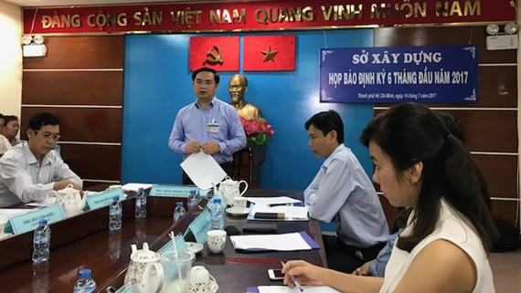 Giám đốc Sở Xây dựng TPHCM Trần Trọng Tuấn phát biểu tại buổi họp báo