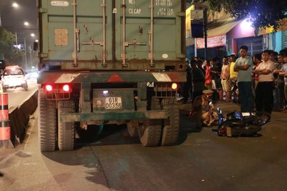 Lực lượng CSGT TPHCM được huy động bảo đảm trật tự trong đêm 27-1, rạng sáng 28-1. Ảnh : CHÍ THẠCH
