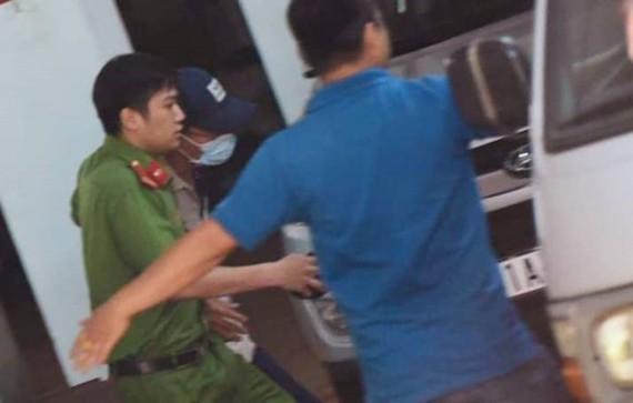 Công an đưa thẩm phán Nguyễn Hải Nam tới trụ sở để khám xét