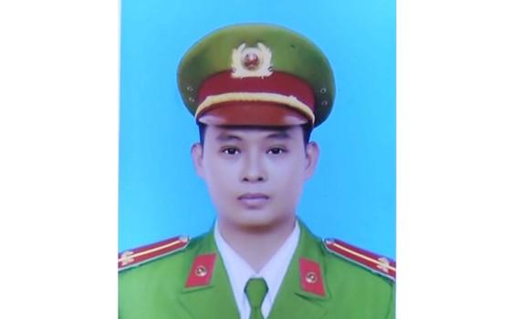 Trung úy Tống Duy Tân  được thăng cấp hàm trước hạn từ trung úy lên thượng úy