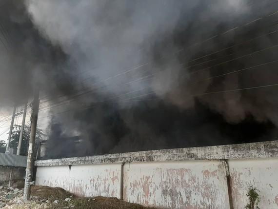 Cháy lớn ở Công ty gỗ Lâm Dương - Tân Uyên, Bình Dương