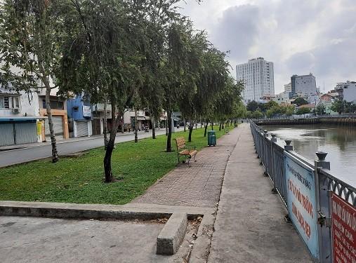 Tuyến kênh Nhiêu Lộc không còn tình trạng tụ tập đông người, câu cá. Ảnh: CA