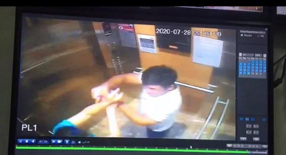 Hình ảnh cắt từ clip camera của thang máy chung cư