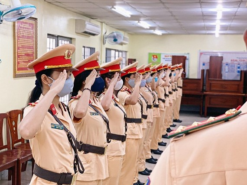 Chuẩn bị ra mắt đội hình nữ CSGT dẫn đoàn Công an TPHCM. Ảnh: PC08