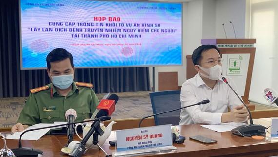 Đại diện Công an TPHCM và Sở TT-TT TPHCM tại buổi họp báo. Ảnh: CHÍ THẠCH