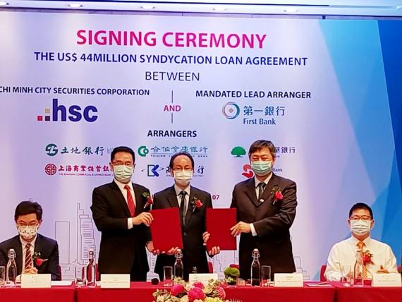 Ngân hàng First Commercial Bank cùng Công ty Cổ phần chứng khoán TPHCM ký kết hợp đồng 44 triệu USD