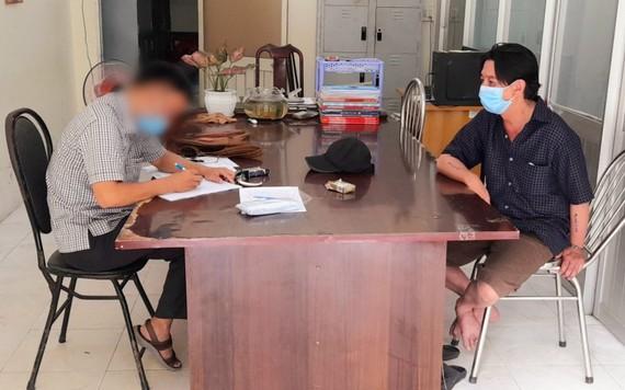Nguyễn Hoàng Tuấn tại cơ quan công an