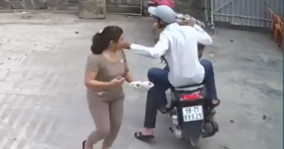 Một vụ cướp giật tài sản trên đường