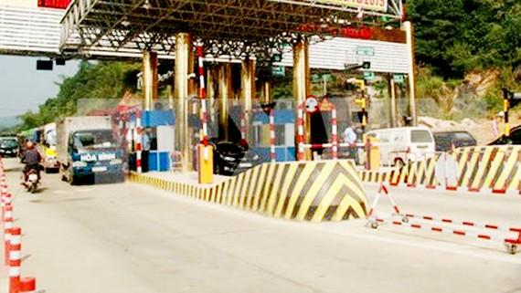 Trạm thu phí trên tuyến Quốc lộ 6 đoạn Xuân Mai - Hòa Bình. Nguồn: TTXVN