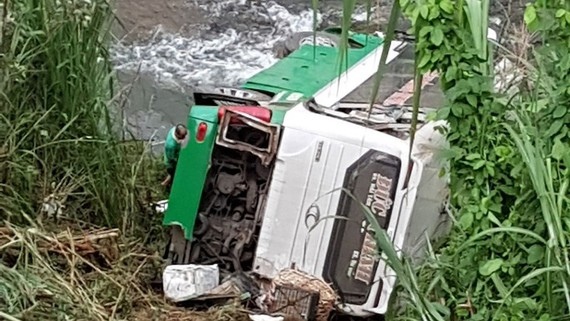 Xe ô tô khách gặp nạn kiểm định lần cuối ngày 21-5-2018