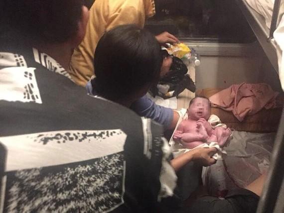 Ca sinh con an toàn trên tàu SE6 ngày 5-9