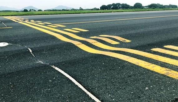 Đường cất hạ cánh bị xuống cấp tại các sân bay ảnh hưởng xấu đến an toàn bay