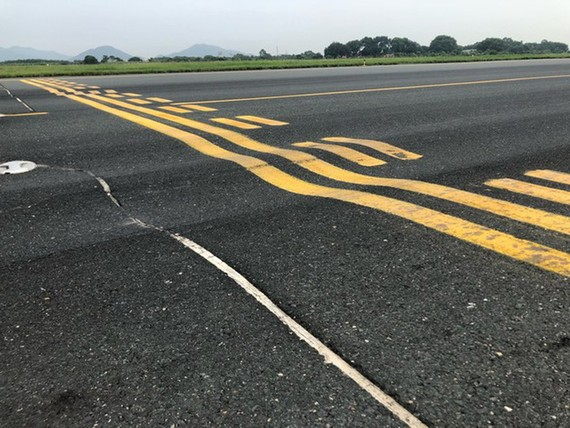 Đường cất hạ cánh sân bay Nội Bài xuống cấp