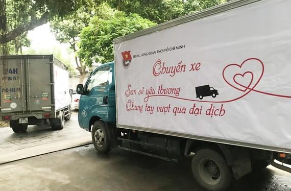 Chuyến xe chở hàng chia sẻ yêu thương tại Hà Nội khởi hành sáng 22-4