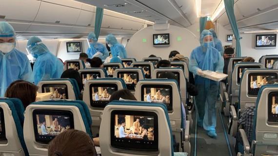Tuân thủ phòng dịch trên các chuyến bay chở công dân Việt Nam về nước