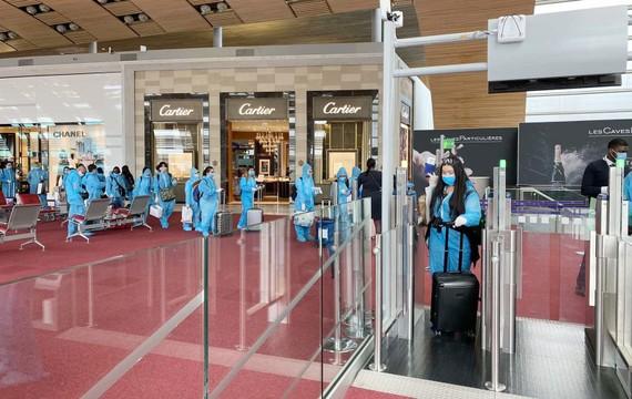 Phòng dịch tại các sân bay đón người Việt Nam về nước