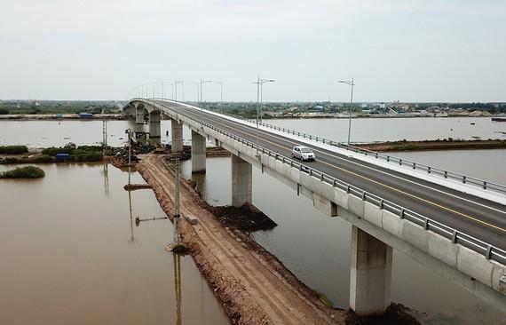 Cầu Thịnh Long bắc qua sông Ninh Cơ