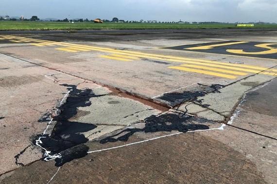 Đường cất hạ cánh, đường lăn sân bay Nội Bài đang trong tình trạng xuống cấp nghiêm trọng