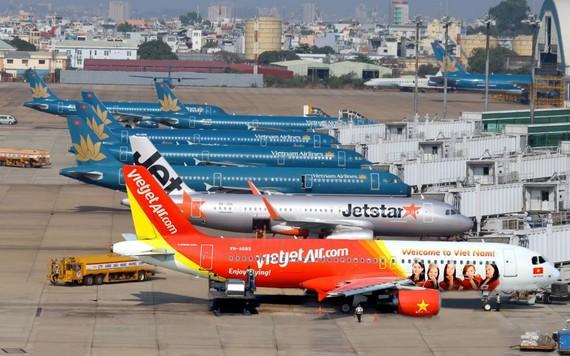27 người lái quốc tịch Pakistan làm việc cho những hãng hàng không nào?