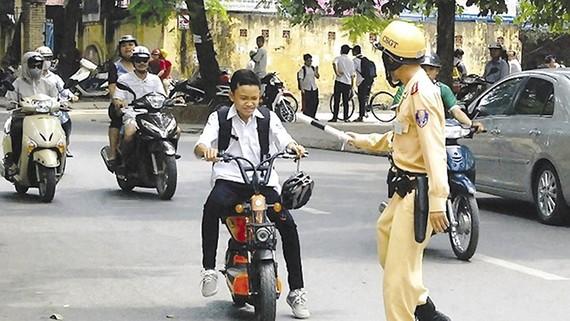Xe đạp điện không cần có bằng A0. Ảnh minh hoạ